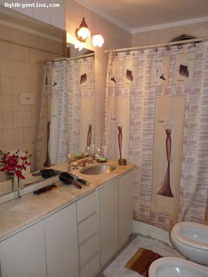 Full Bathroom (shared)